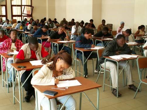 UEM, студенты на экзамене, 2006 год