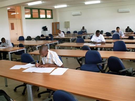 UEM, студенты на экзамене, 2010 год